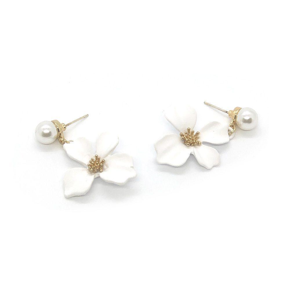 pretty-in-white-floral-earrings-2