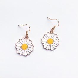 fun-in-the-sun-daisy-earrings-1a