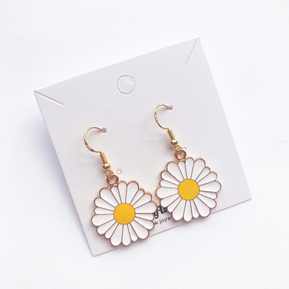 fun-in-the-sun-daisy-earrings-2b