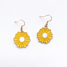 fun-in-the-sun-daisy-earrings-yellow-1c