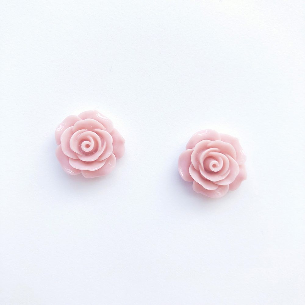 vintage-inspired-light-pink-earrings-2d