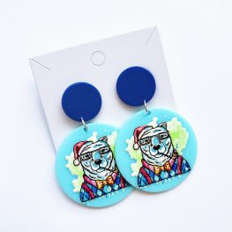 bear-just-chilling-out-christmas-earrings-2a