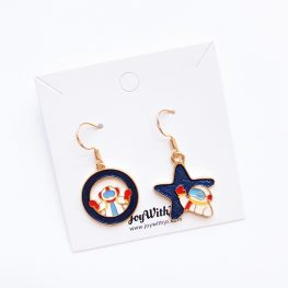 fly-me-to-the-moon-astronaut-earrings-1a