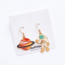 saturn-here-i-come-astronaut-earrings-1a