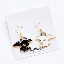 train-your-dragon-toothless-earrings-2a