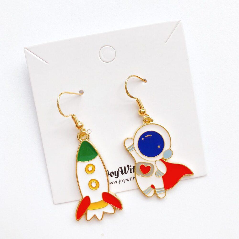 cute-superhero-astronaut-earrings-1e
