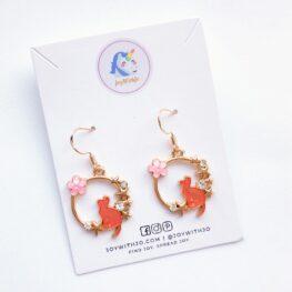 among-the-stars-cat-earrings-enamel-earrings-pink-1