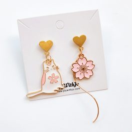 cute-mismatched-floral-cat-earrings-1
