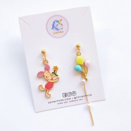 cute-piglet-mismatched-earrings-1a