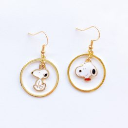 cute-snoopy-mismatched-earrings-1