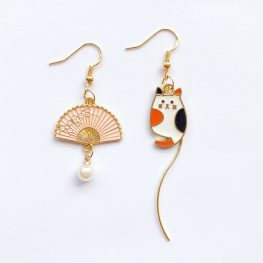 just-a-cat-lady-mismatched-earrings-1