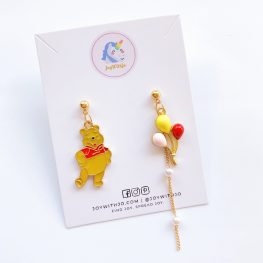winnie-the-pooh-mismatched-earrings-1