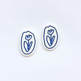 fun-with-flowers-stud-earrings-white-1a